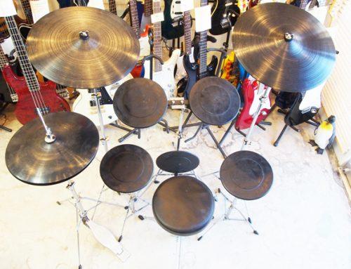茅ヶ崎市のお客様より、メーカー不明の練習用ドラムセットを買取させて頂きました。