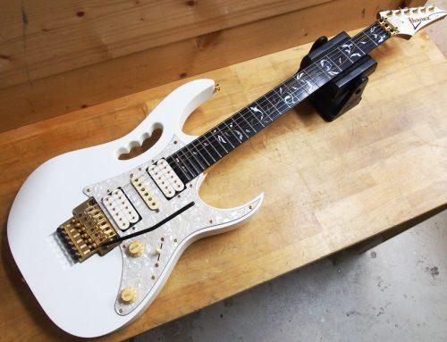 茅ヶ崎市のお客様より中古エレキギター「Ibanez JEM7V White Steve Vaiモデル」を買取させて頂きました。
