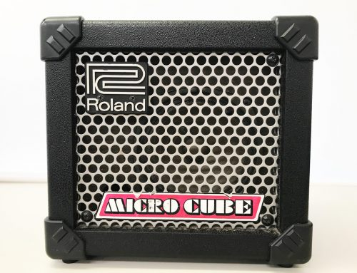 東京都墨田区のお客様より中古ギターアンプ「 Roland MICRO CUBE」を買取させていただきました。
